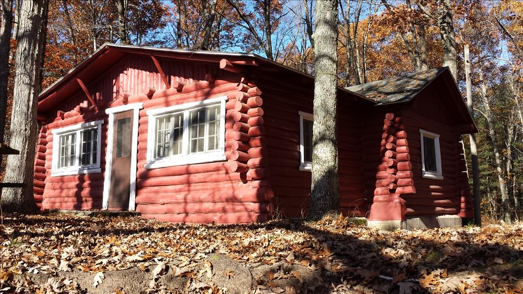 Vacation Rental Cabins in Wellston, MI - PineLakeCabins.com